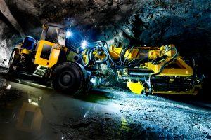 Гидравлическая промышленная буровая установка для бурения глубоких скважин в подземных выработках среднего и большого сечения.